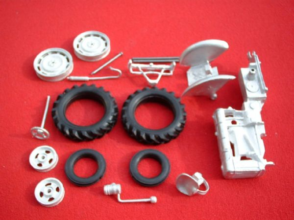 "A Britains Fordson Tractor Fordson Major E27N "" Rubber Tyres Version "" White Metal Kit "" (Price Each)"